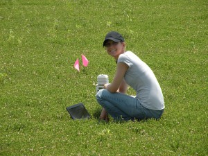 Current PhD student Lisa Wasko Deveter working on cranberry research